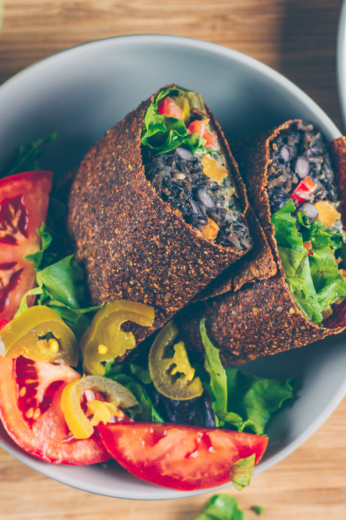 wild rice and black bean vegan burrito | Sproutingzen.com