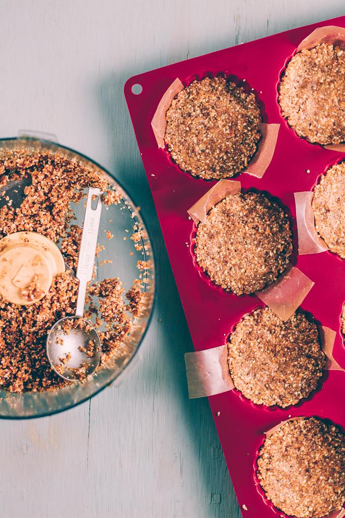 Mini Vegan Pumpkin Pies, sugar free and oil free | sproutingzen.com