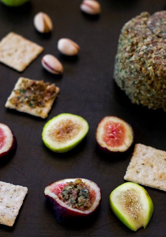 fig-with-arugula-pecan-vegan-cheesy-spread