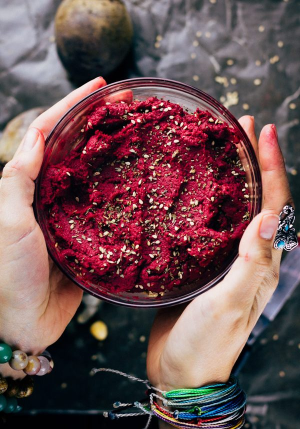 Roasted Beet Hummus Recipe Oil free | Sproutingzen.com