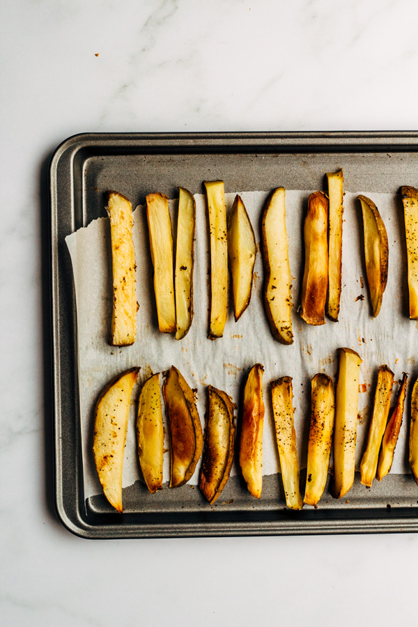 oil free oven baked fries on a baking dish