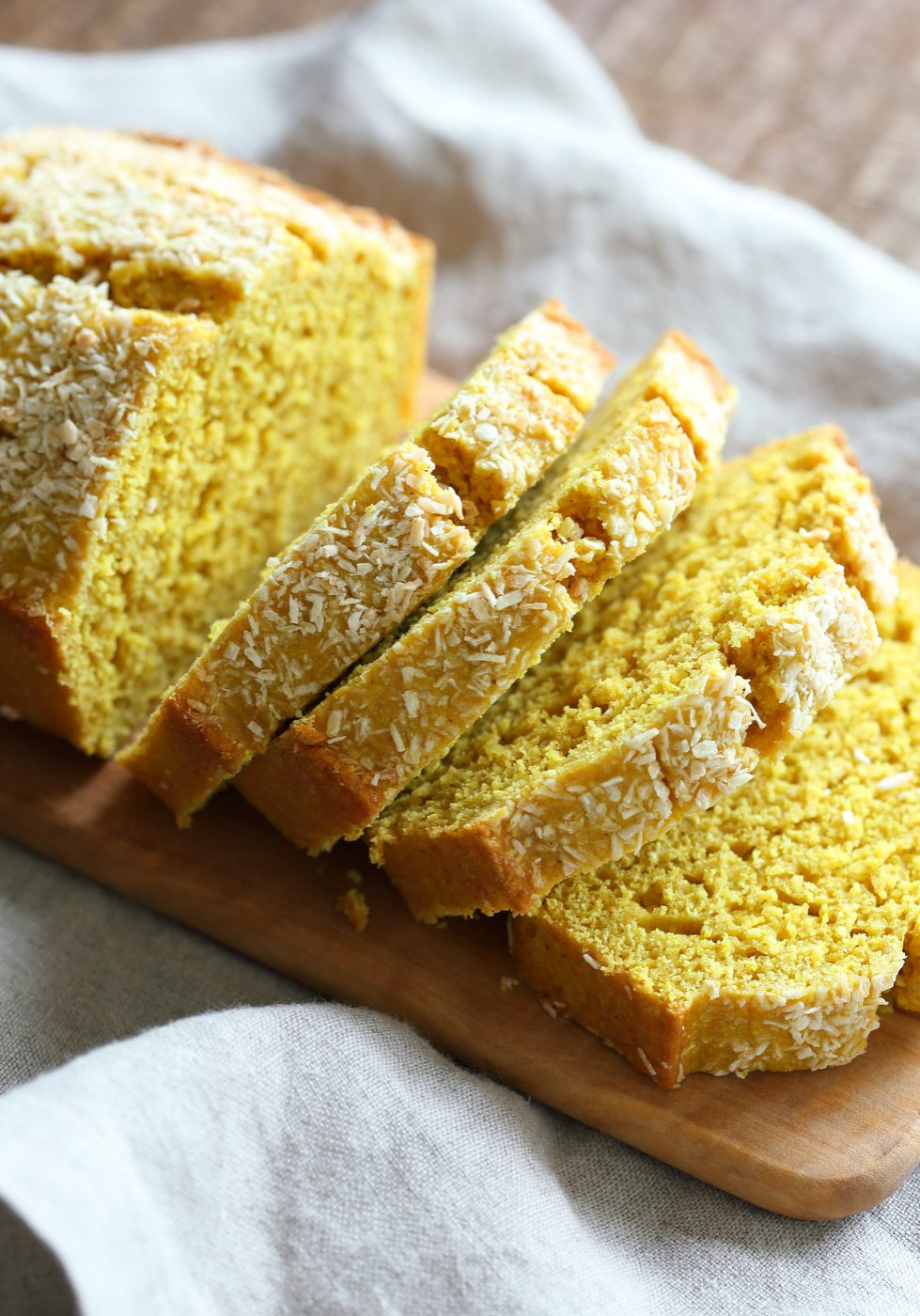 Vegan-coconut-turmeric-bread-veganricha-7223