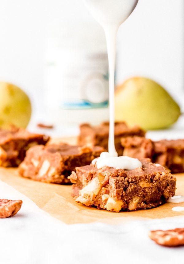 vegan cinnamon pear pudding with cardamom caramel