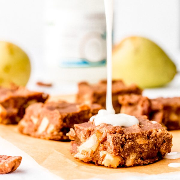 vegan cinnamon pear pudding with cardamom caramel