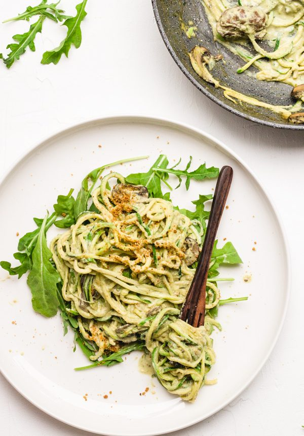 vegan zucchini noodles with arugula alfredo sauce zoodles (5 of 11)